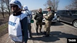 Спостерігачі місії ОБСЄ (архівне фото)