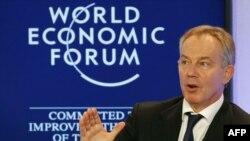 Тони Блэр выступает во время дискуссии по проблемам Мертвого моря на Всемирном экономическом форуме в Давосе. Швейцария, 23 октября 2011 год.