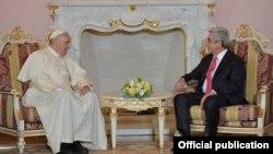Նախագահ Սերժ Սարգսյանն իր նստավայրում ընդունել է Հռոմի Ֆրանցիսկոս Պապին, 24-ը հունիսի, 2016թ․