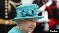 ملکه الیزابت در دوبلین