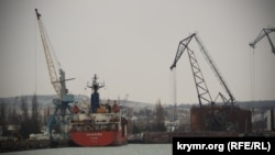 Судно GOLDEN SEA в Морском рыбном порту Керчи, 24 января 2018 год