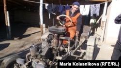 Gyrgyzstanly traktor ussasy Bakytbek Kupeşow