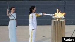 Церемония зажжения олимпийского огня в 2016 году в Афинах