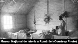 Salon de spital, 1917, Sursa: Expoziția Marele Război, 1914-1918, Muzeul Național de Istorie a României