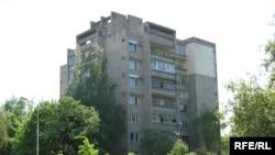 Дом (справа) на вуліцы Парыскай камуны ў Горадні, дзе жыў Васіль Быкаў