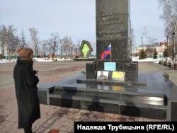 Стихийный мемориал в память о Борисе Немцове в Тюмени