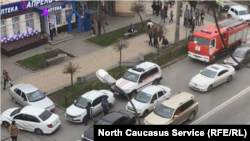 Около магазина с заложниками во Владикавказе, 12 апреля