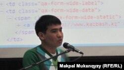 Surak-zhauap.kz сайтының авторы, программист Ербол Серікбай. Астана, 22 желтоқсан 2012 жыл.