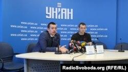 Дмитро Сотніков (зліва)