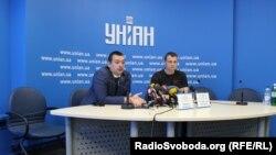 Дмитро Сотников (зліва)