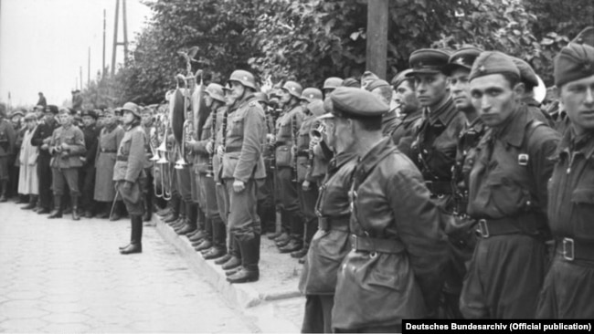 Під час спільного парад Вермахту і Червоної армії після вторгнення на територію Польщі військ Німеччини та СРСР. Брест, 22 вересня 1939 року