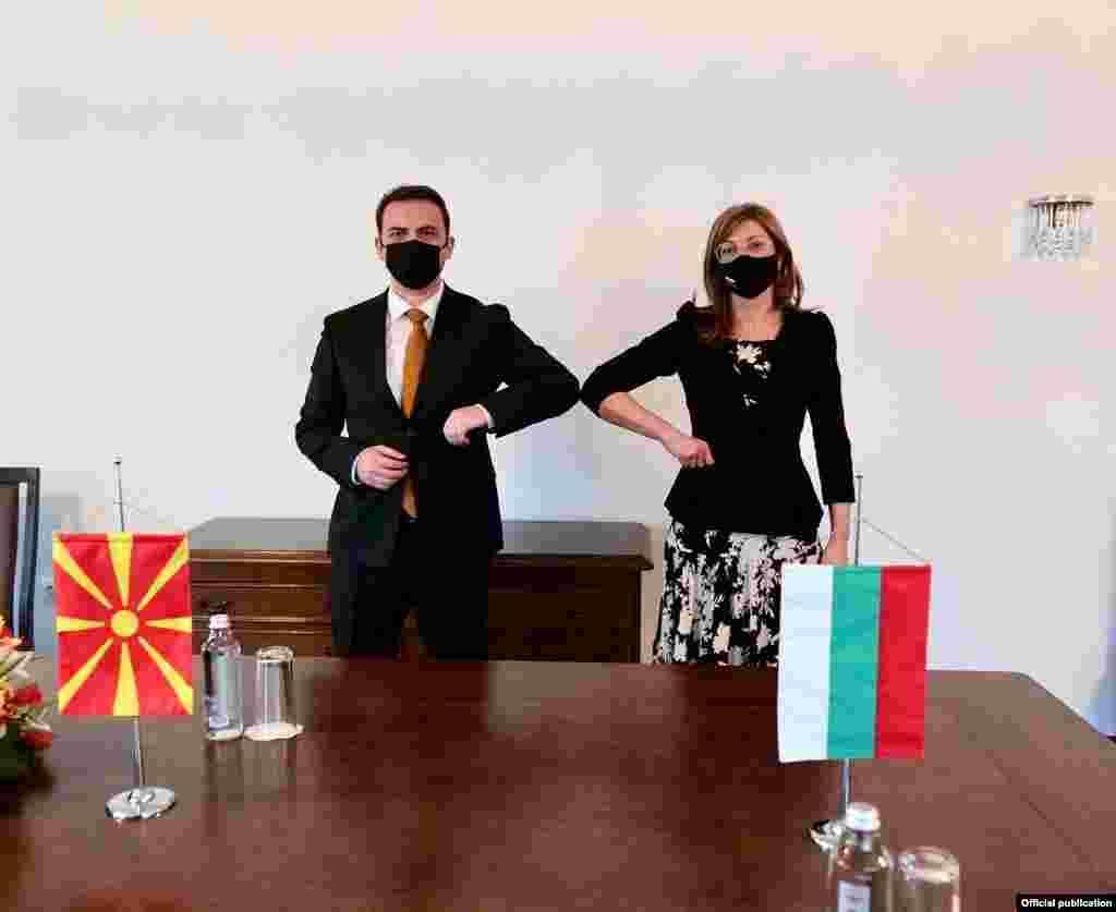 МАКЕДОНИЈА - Ако треба Бугарите ќе бидат споменати во Уставот како посебна етничка заедница, иако досега никој тоа не го побарал, изјави министерот за надворешни работи Бујар Османи и додаде дека Бугарите во Северна Македонија треба да се чувствуваат како апсолутно слободни граѓани.