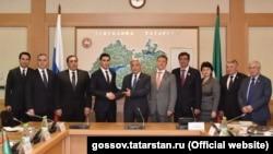 Сын президента Туркменистана Сердар Бердымухамедов (четвертый слева) в Казани.