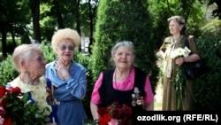 Уруш ветеранлари Волгоград кўчасидаги Ғалаба парадида иштирок этмоқда, Хотира ва қадрлаш куни