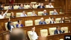 Deputații noului Parlament votează legile reformatoare