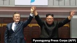 مون جی ان رئیس جمهور کوریای جنوبی با کیم جونگ اون رهبر کوریای شمالی