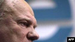 Геннадий Зюганов и его сторонники категорически не согласны с этими цифрами и намерены через суд добиваться отмены результатов выборов в Госдуму