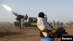 Libya -- NTC fighter test an anti-aircraft gun southwest of Sirte, 16Sep2011
