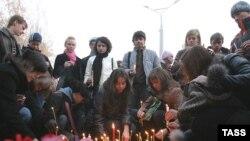 Жители Тольятти приносят на место взрыва цветы; следователи рапортуют о появлении первого подозреваемого