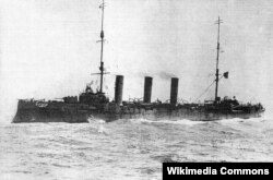 Крейсер «Пам'ять Меркурія», один із перших кораблів, де була створена українська рада. Підняття його командою українського прапора 25 листопада 1917 року стало прикладом для багатьох