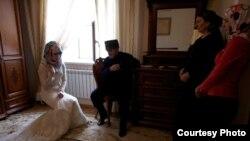 С недавних пор женитьба на несовершеннолетних чеченках запрещена в республике. Но власть имущие умеют обходить запреты