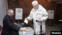 Armenia - A man votes in a presidential election at a polling station in Yerevan, 18Feb2013.