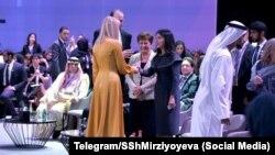 Саида Мирзияева знакомится с Иванкой Трамп. Дубай, 16 февраля 2020 года.