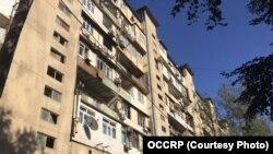Azerbaidjean, locul de unde au plecat banii, un apartament banal de bloc. Credit: OCCRP