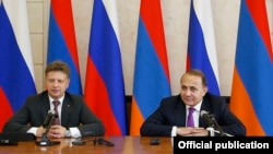Armenian Prime Minister Hovik Abrahamian (right) and Russian Transport Minister Maksim Sokolov at a press conference in Yerevan on June 26.