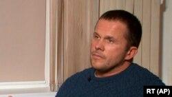«Александр Петров» во время интервью каналу RT.