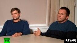 Кадр из интервью телеканалу RT, которое дали «Александр Петров» и «Руслан Боширов».