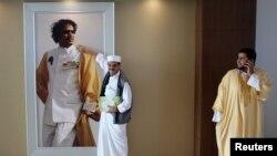 Портрет Муаммара Каддафи в одной из правительственных резиденций в Триполи
