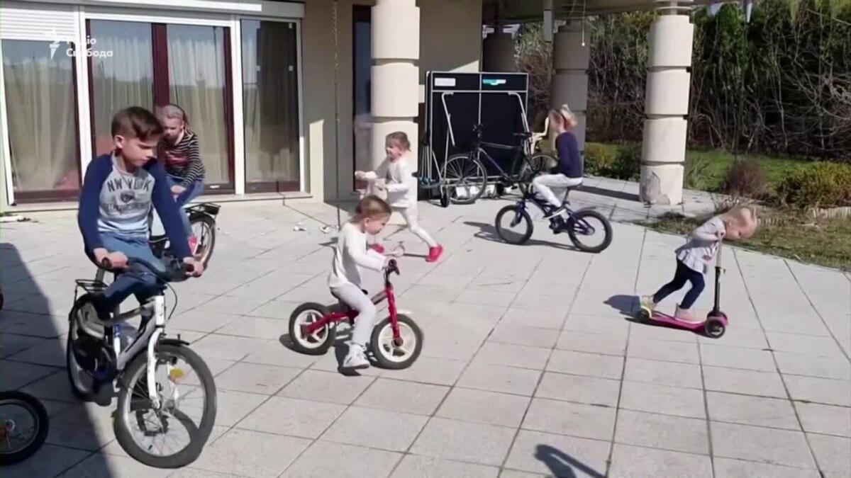 Как изменился быт венгерской семьи с 10 детьми в период коронавирус – видео