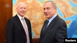 АҚШ президентінің ұлттық қауіпсіздік бойынша көмекшісі Джейсон Гринблатт (сол жақта) пен Израиль премьер-министрі Биньямин Нетаньяху. Иерусалим, 17 наурыз 2017 жыл.