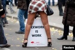 Акция протеста парижских проституток против законопроекта о штрафах для их клиентов, ноябрь 2013 года