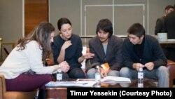 Участники «Инвест-байги» - конференции молодых предпринимателей. Алматы, 20 ноября 2013 года.