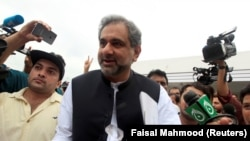 Pakistani Prime Minister Shahid Khaqan Abbasi (C) arrives at the parliament in Islamabad on August 1.