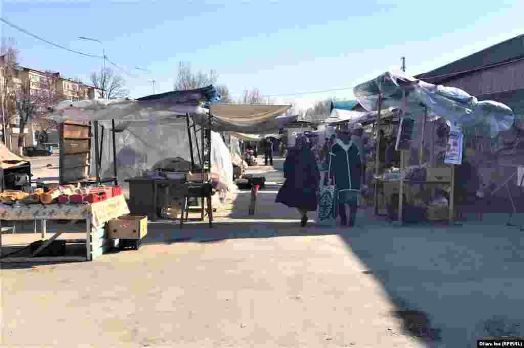 """Кентаудағы Яссауи көшесінің бойындағы """"Береке"""" базары."""