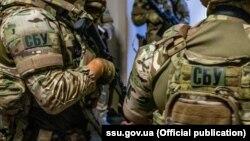 За даними СБУ, чоловік брав участь у бойових діях на боці «ДНР» у 2014-2015 роках, після чого повернувся на неокуповану територію