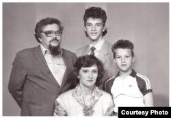 Валерій Родос з сім'єю незадовго до від'їзду з Томська