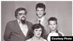 Валерий Родос с семьей незадолго до отъезда из Томска