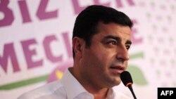 Түркиядағы күрдтерді қолдайтын Халықтық демократиялық партиясы жетекшісі Селахаттин Демирташ.