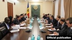 La o întîlnire între delegația FMI la Chișinău cu reprezentanții fostului guvern Leancă