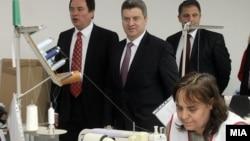 Претседателот Ѓорге Иванов во посета на текстилна фабрика во Штип на 29 февруари 2012 година.