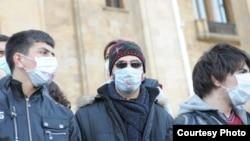 """Газета """"Ахали Таоба"""" под громким заголовком сообщает: """"12-классники опять проведут акции!"""" (фото Левана Херхеулидзе)"""