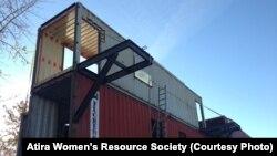 Строительство социального жилья на базе грузовых контейнеров. Ванкувер, 15 ноября 2012 года.