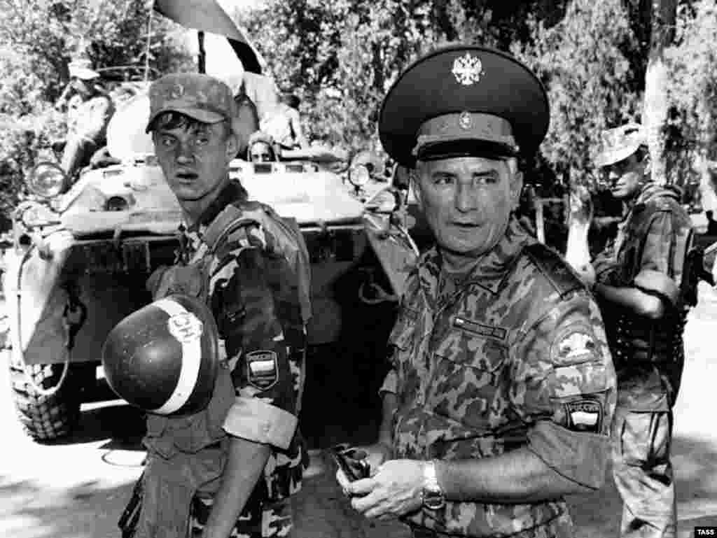 Major General Pavel Lipsky, deputy commander of the CIS peacekeeping force in Kabodien in August 1997 (TASS) - Although most of the fighting occurred in the southern part of the country in 1992-94, there was fighting in Dushanbe in 1996. Islamist radicals from Afghanistan also joined in the fighting, according to many reports.