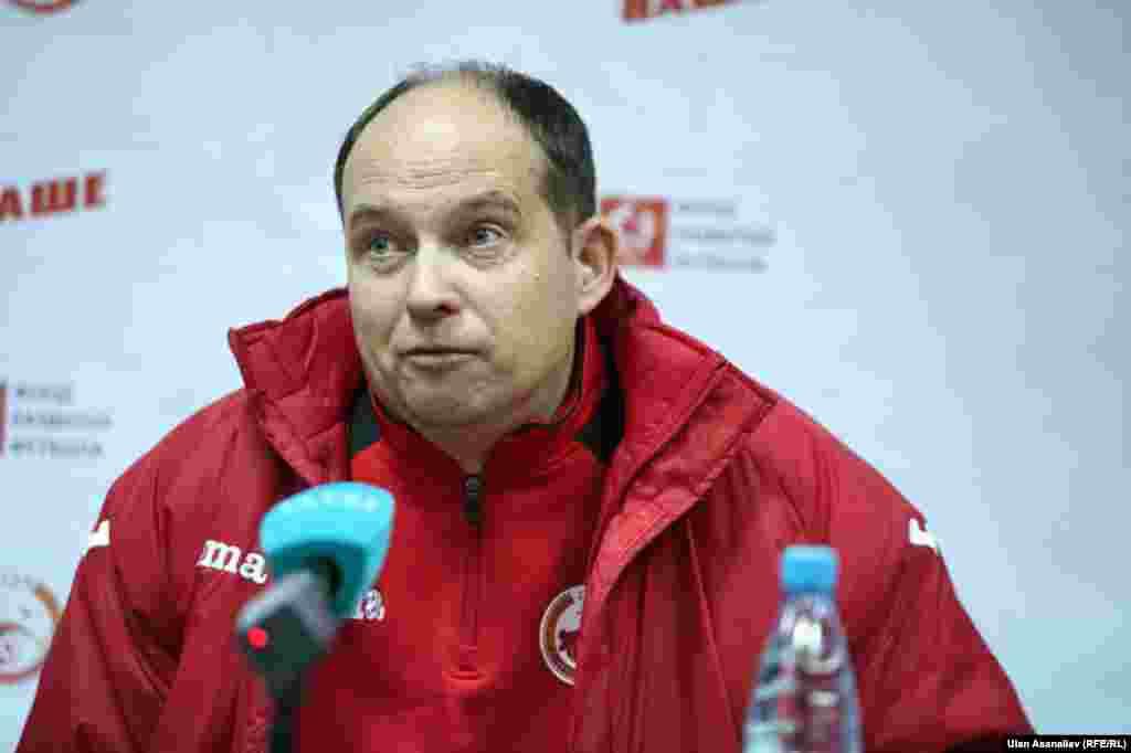 Главный тренер сборной Кыргызстана Сергей Дворянков