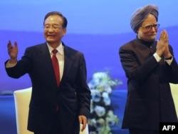 Вэнь Цзябао и Манмохан Сингх на встрече в Дели