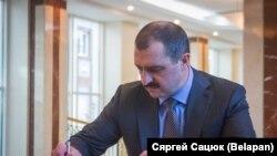 Viktar Lukasenka a minszki orosz nagykövetségen, 2018. március 28-án.